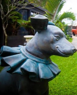 cast iron sculpture dog