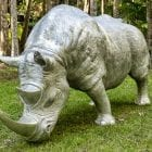 Sculptura Rhino a La Charge sculpture