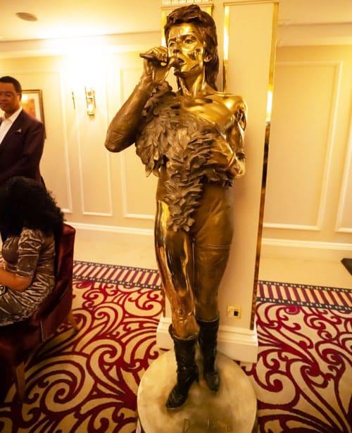 Christian-Maas - -David-Bowie-sculpture-in-bronze01